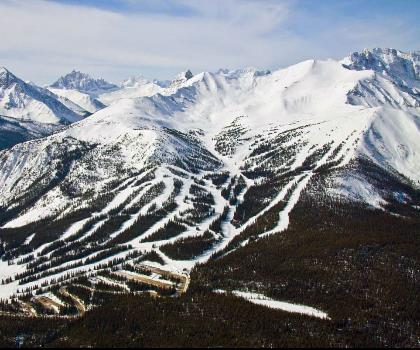 skiing-trails-near-Marmot Basin