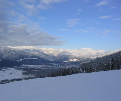 skiing-trails-near-Revelstoke Mountain